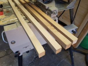Aufgetrennte Holzlatten