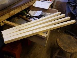 Zugeschnittene Holzlatten