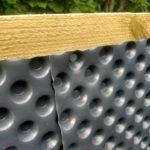 Hochbeet selber bauen einfach schnell günstig Noppenfolie befestigen